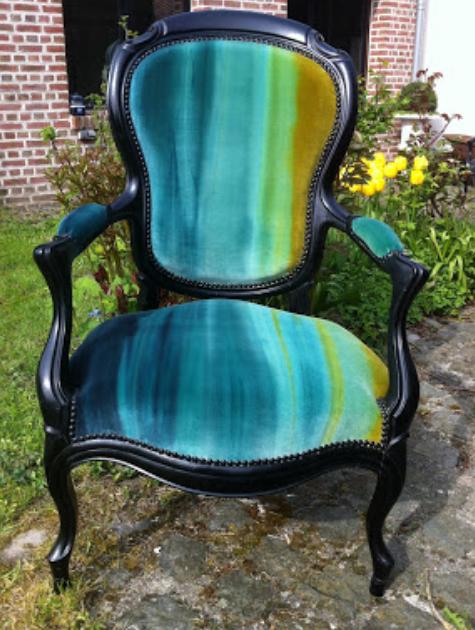 fauteuil Louis-Philippe, noir Theodore 1884 , tissu Velours Amazilia HARLEQUIN Style/Library, finition cloutage noir mat